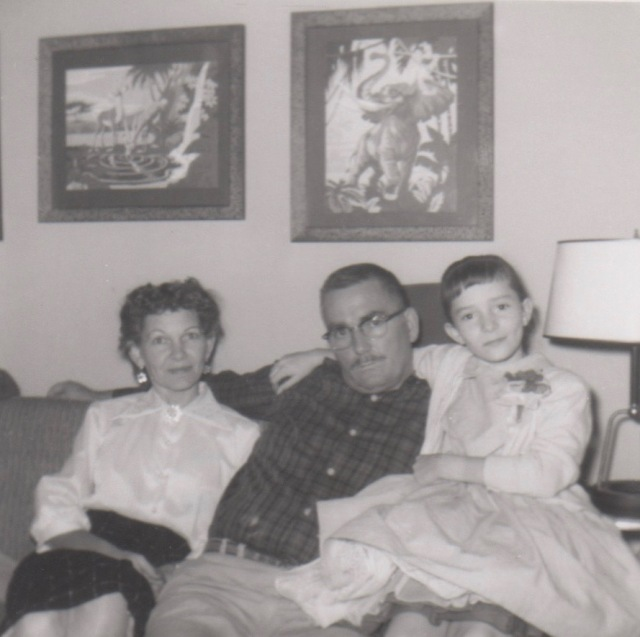 Nell,CW, and Darlene on couch 1958 (1)